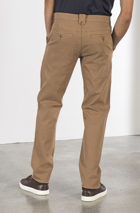 PLEATED PANTS WITH DIAGONAL STRUCTURE